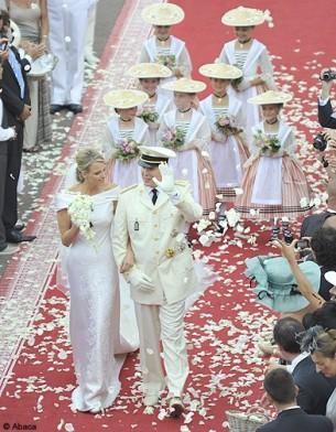 People mariage albert charlene tapis rouge