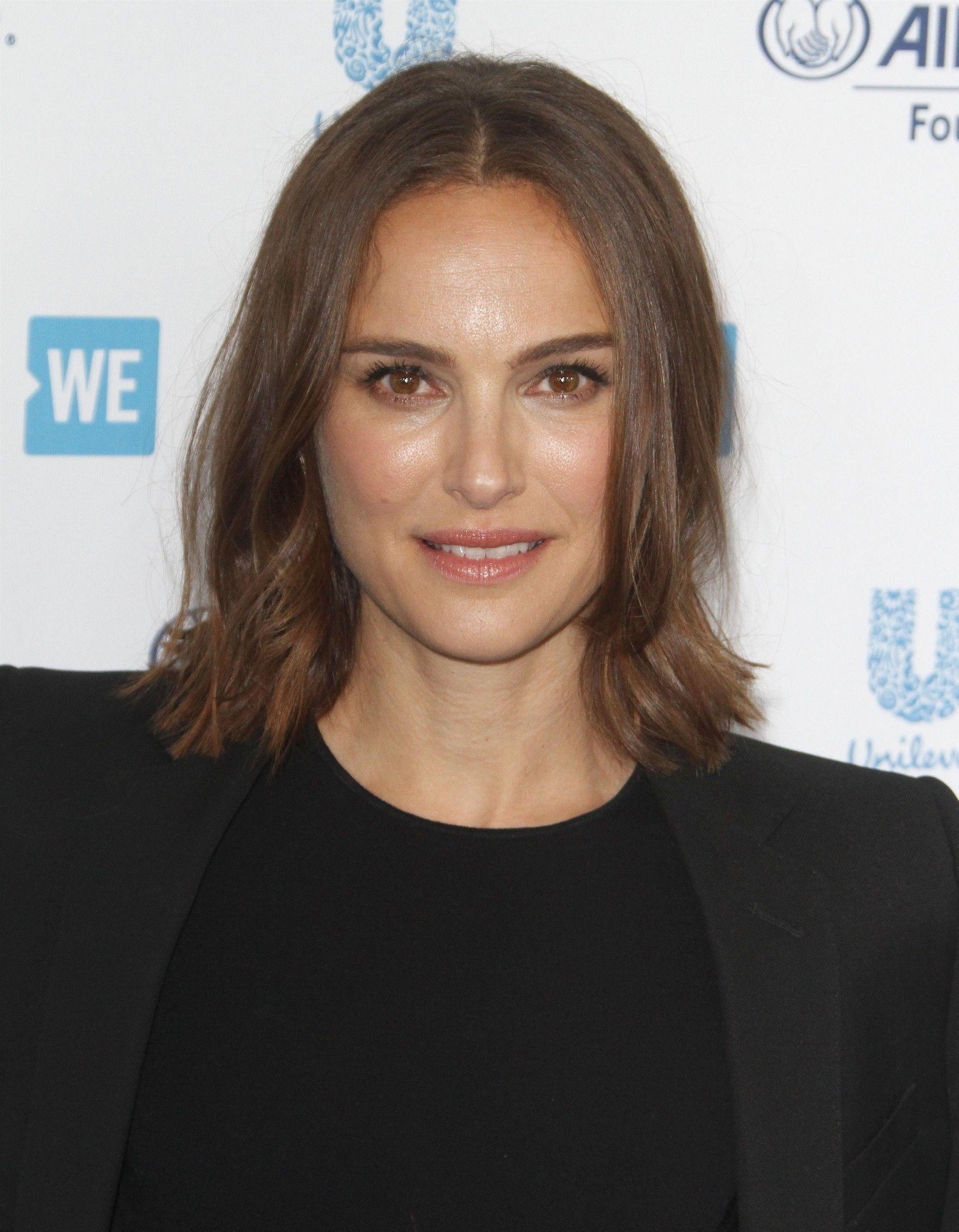 Natalie Portman dément avoir eu une liaison avec Moby et affirme qu'il s'est comporté de « façon louche » avec elle