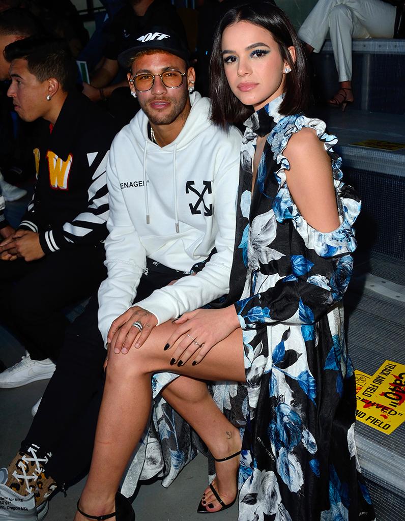 Fashion De Moda: Neymar Et Sa Petite Amie Bruna Marquezine Très Amoureux à