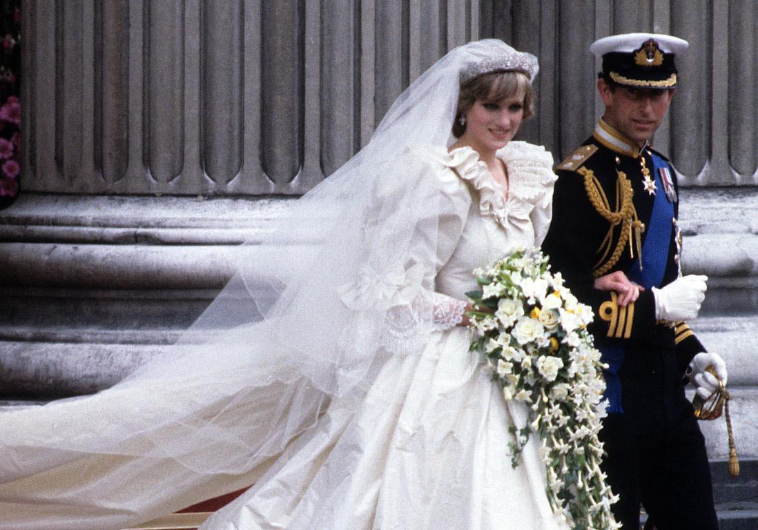 Princesse Diana : sa robe de mariée exposée à Londres cet été - Elle