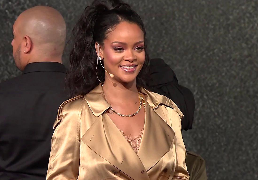 Rihanna : cette petite fille est son sosie et la chanteuse elle-même n'en revient pas !
