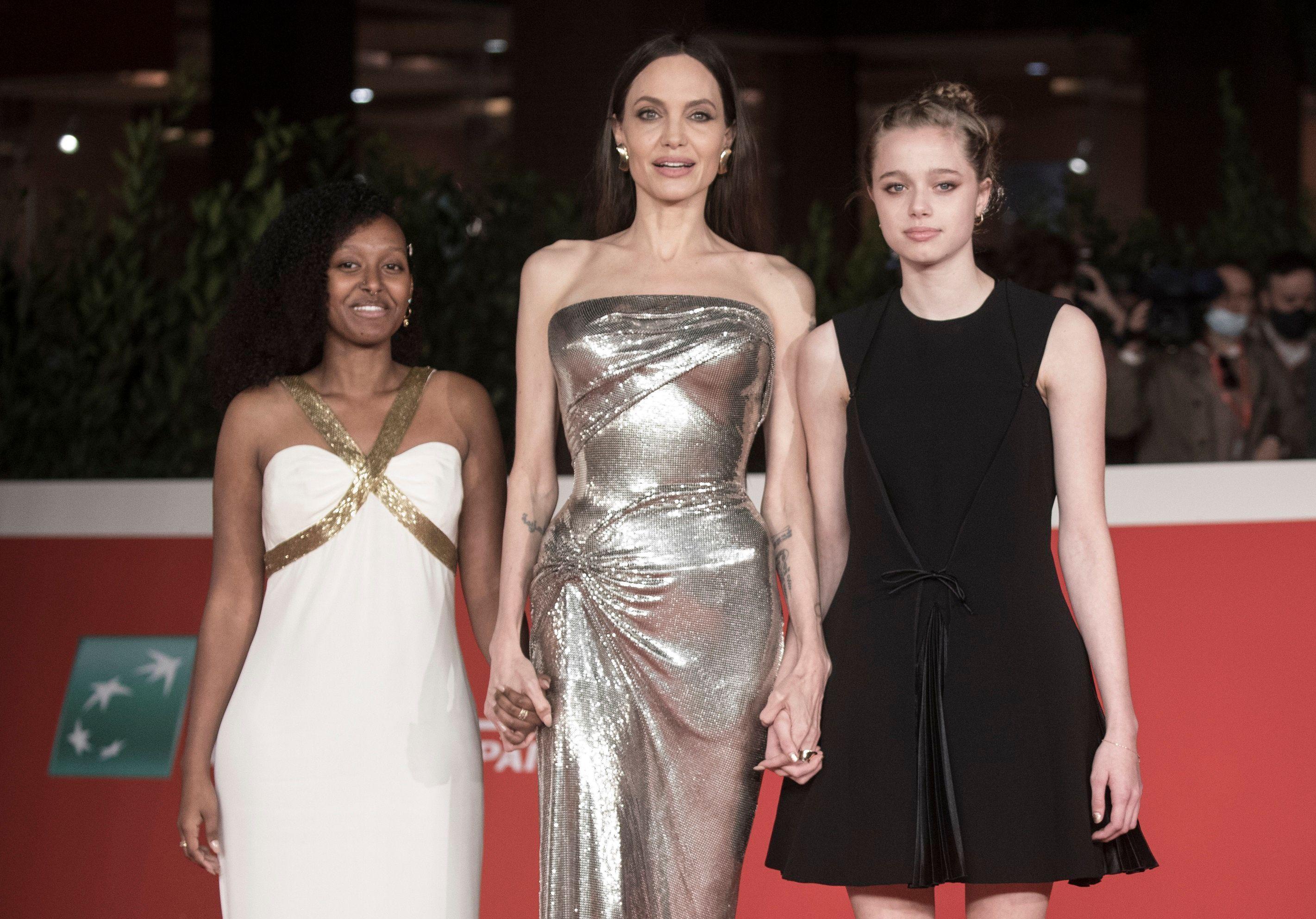 Angelina Jolie main dans la main avec ses filles Zahara et Shiloh au Festival international du film de Rome