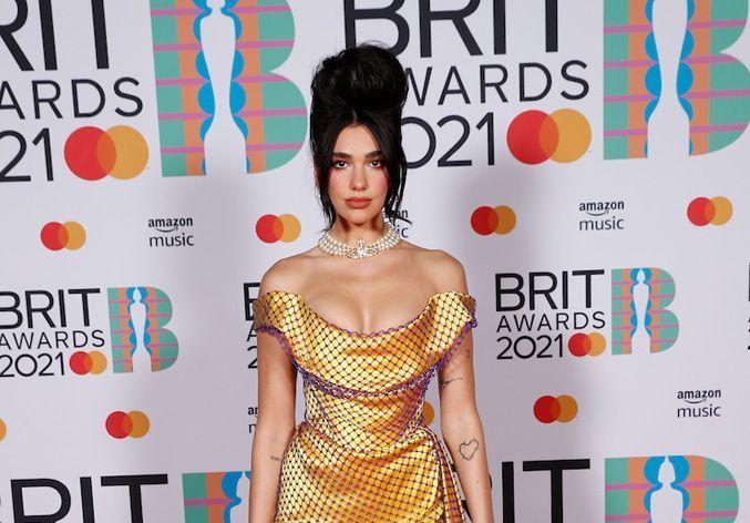 Taylor Swift, Dua Lipa, Harry Styles : les plus beaux looks des Brit Awards 2021 - Elle