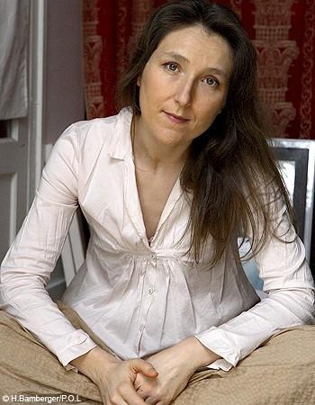 http://www.elle.fr/var/plain_site/storage/images/personnalites/marie-darrieussecq/10924051-3-fre-FR/marie_darrieussecq_personnalite_une.jpg