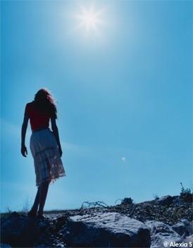 http://www.elle.fr/var/plain_site/storage/images/societe/les-enquetes/faut-il-cultiver-la-solitude/et-si-l-isolement-etait-necessaire/9492523-1-fre-FR/et_si_l_isolement_etait_necessaire_mode_une.jpg
