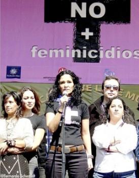 Légende : La Mexicaine est l'une des figures d'une manifestation organisée contre les violences faites aux femmes, en juin 2006, dans la capitale.