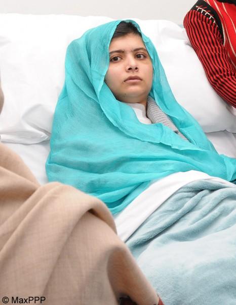 Pakistan - La jeune fille filme en train dtre fouette