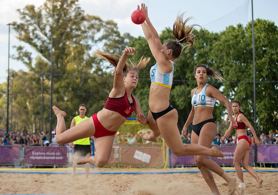 Beach handball : les Françaises ne veulent plus jouer en bikini - Elle