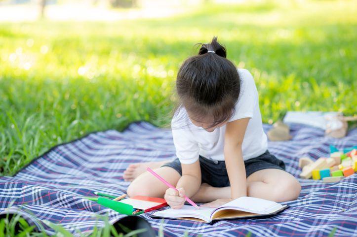 Cahiers de vacances outil pédagogique ou source de stress - Elle