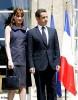 Carla Bruni offre son album au gouvernement