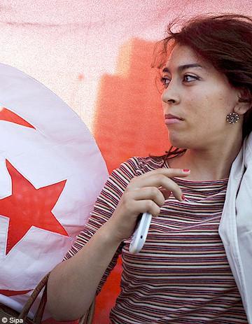 Des femmes manifestent à Tunis pour défendre leurs droits
