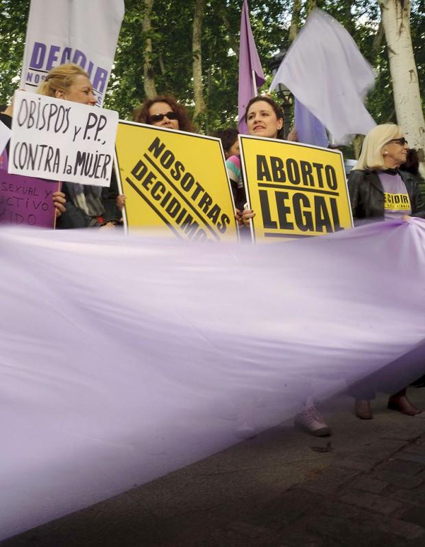 le droit l avortement menac en europe elle. Black Bedroom Furniture Sets. Home Design Ideas