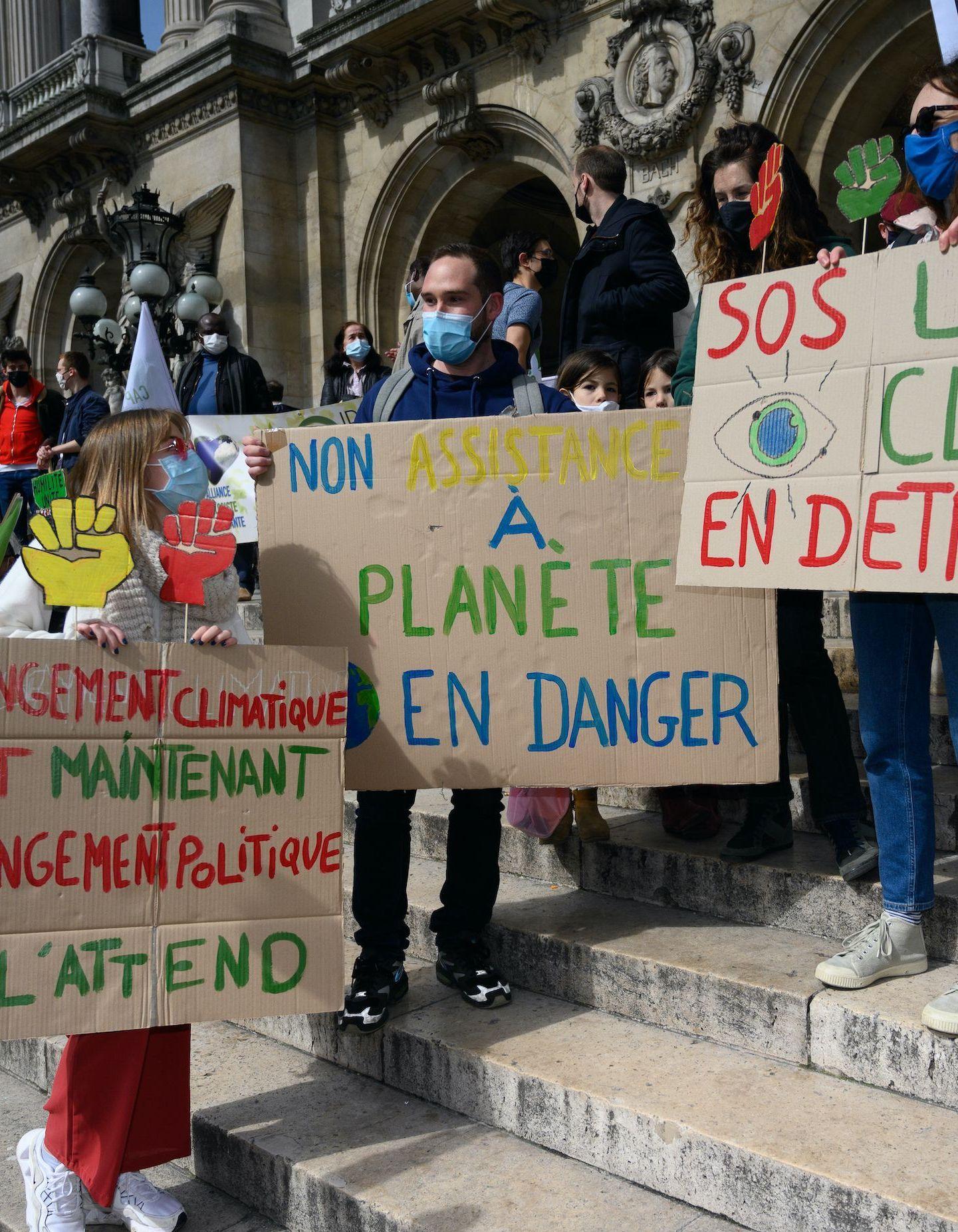 Loi climat et résilience : la jeunesse squatte face aux députés - Elle