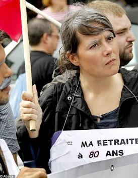http://www.elle.fr/var/plain_site/storage/images/societe/news/retraite-des-femmes-la-halde-saisie-pour-discrimination/15194068-1-fre-FR/Retraite-des-femmes-la-HALDE-saisie-pour-discrimination_mode_une.jpg