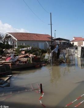 Tempete Xynthia de nombreux logements encore submerges