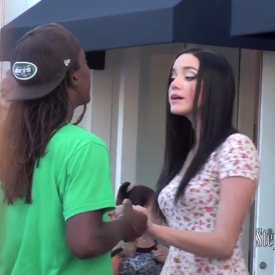 Une Américaine feint d'être ivre dans la rue pour voir comment les hommes réagissent